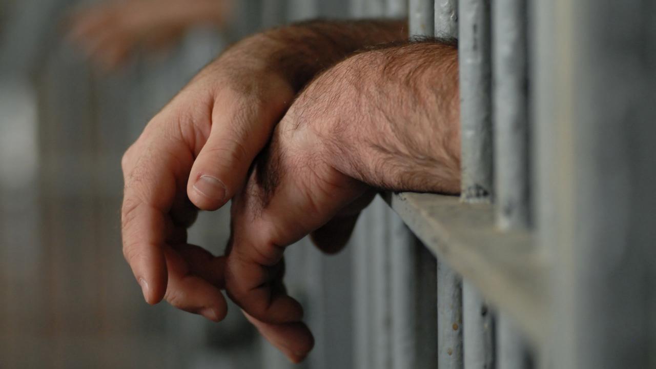 prisoners-HAND