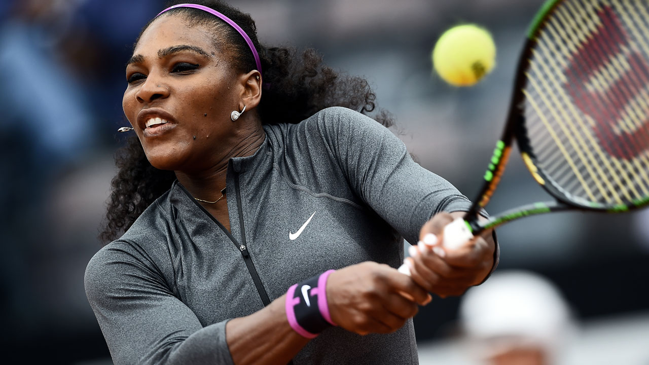 US Serena Williams returns the ball to US Christina Michale during the WTA Tennis Open tournament at the Foro Italico in Rome on May 12, 2016. / AFP PHOTO / FILIPPO MONTEFORTE