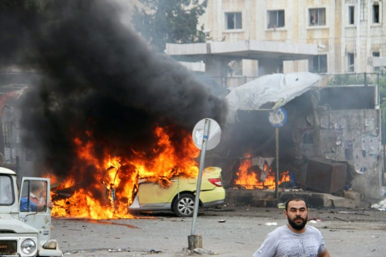 A car in flames at the scene of bombings in the Syrian city of Tartus, northwest of Damascus, on May 23, 2016.PHOTO:AFP
