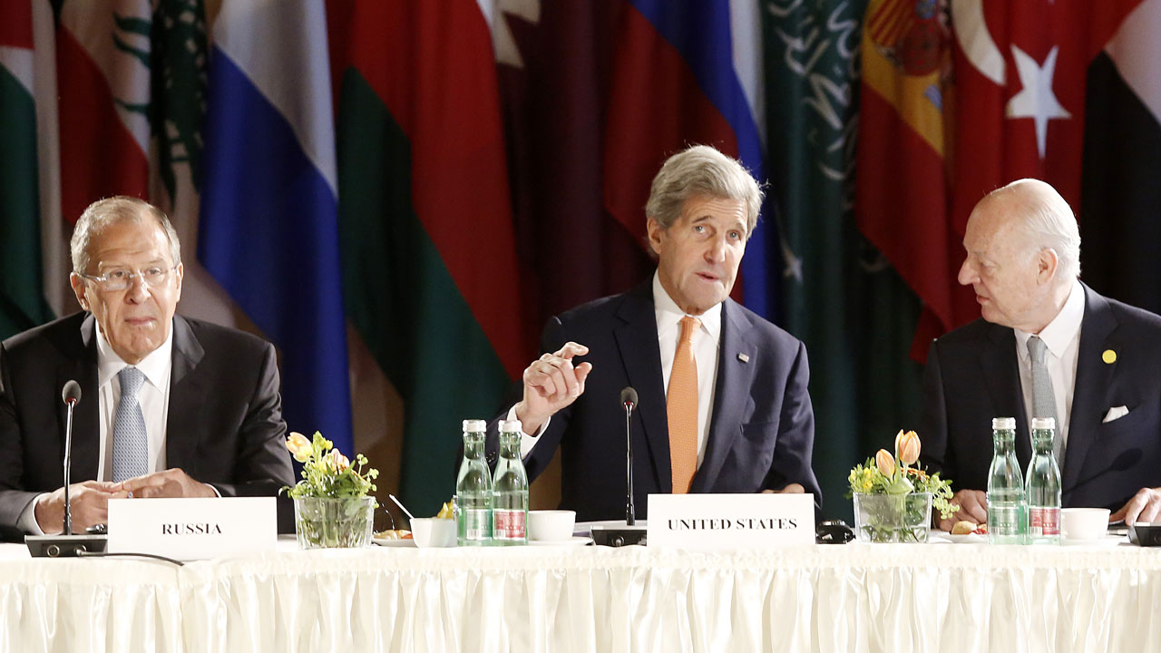 (L to C, R) Russian Foreign Minister Sergei Lavrov, US Secretary of State John Kerry and UN Special envoy for Syria Staffan de Mistura lead talks on Syria on May 17, 2016 in Vienna.  Senior envoys from world and regional powers meet once again in Vienna in an effort to salvage stumbling efforts to halt Syria's bloody civil war. / AFP PHOTO / Dieter Nagl