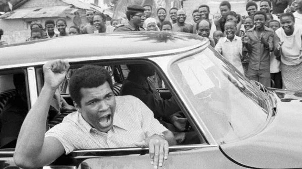 Ali waves to fans in Kinshasha. PHOTOS: www.telegraph.co.uk