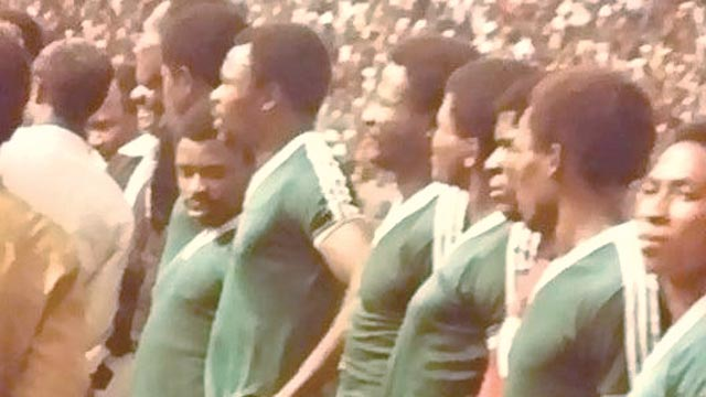 Baba Otu (third from right) with others in the Green  Eagles team, Muda Lawal (fifth) and Alloysus Atuegbu (seventh).