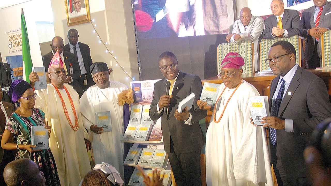Dr. Doyin Abiola (left); Oba of Lagos, HRM Rilwan Akiolu; Governor of Lagos State, Akinwunmi Ambode; representative of Bola Tinubu, Femi Pedro; chairman of the occasion, Chief Segun Osoba; and the author, Steve Ayorinde at the public presentation of a book Cascade of Change in Lagos… yesterday PHOTO: SUNDAY AKINLOLU