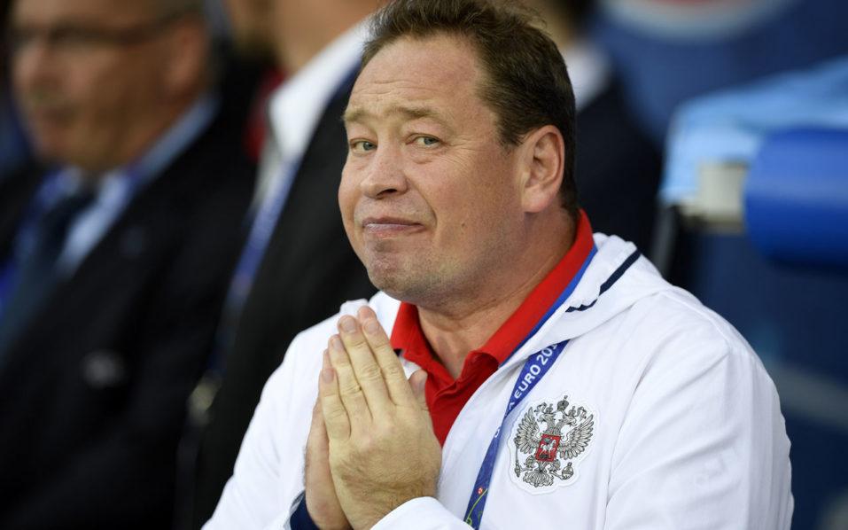 Russia's coach Leonid Slutsky / AFP PHOTO / MARTIN BUREAU