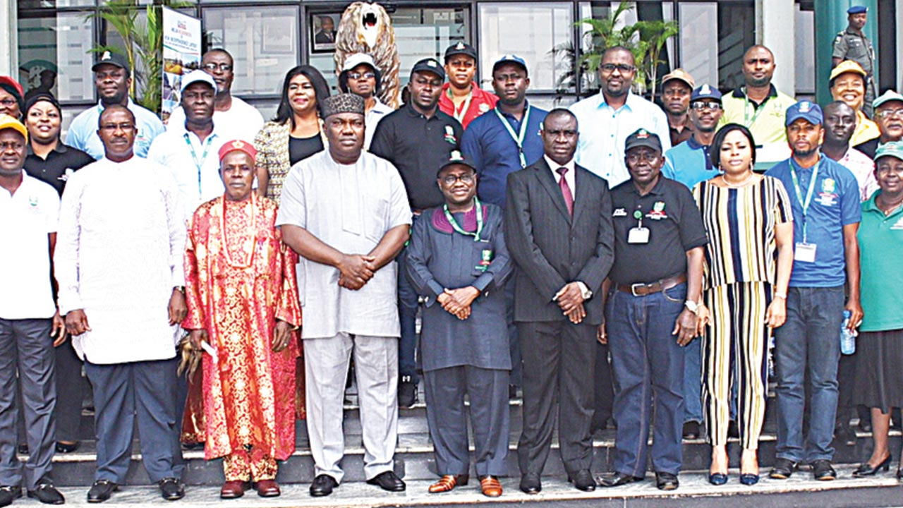 Chancellor of the National Open University of Nigeria (NOUN), Igwe (Dr) Lawrence Agubuzu, (5th left); Governor Ifeanyi Ugwuanyi, of Enugu State; Vice Chancellor, NOUN, Prof. Abdalla Uba Adamu, Deputy Senate President, Ike Ekweremadu, flanked by some management staff of the school, the state government functionaries when the school's management paid a courtesy visit on Ugwuanyi at the Government House, Enugu... recently
