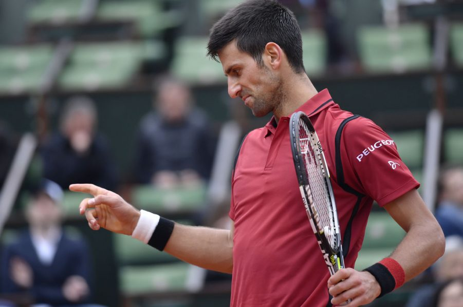 Serbia's Novak Djokovic reacts during his men's fourth round match against Spain's Roberto Bautista-Agut at the Roland Garros 2016 French Tennis Open in Paris on June 1, 2016. / AFP PHOTO / PHILIPPE LOPEZ