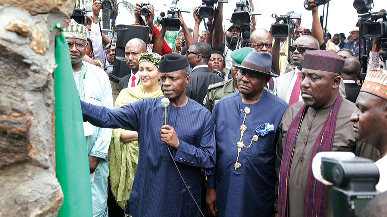 Vice President Yemi Osinbajo (left);  Rivers State Governor Nyesom Wike; and Imo State Governor Rochas Okorocha during the launch of the clean-up of Ogoni land by the Vice President…yesterday at Bodo.  PHOTO: GOVERNMENT HOUSE