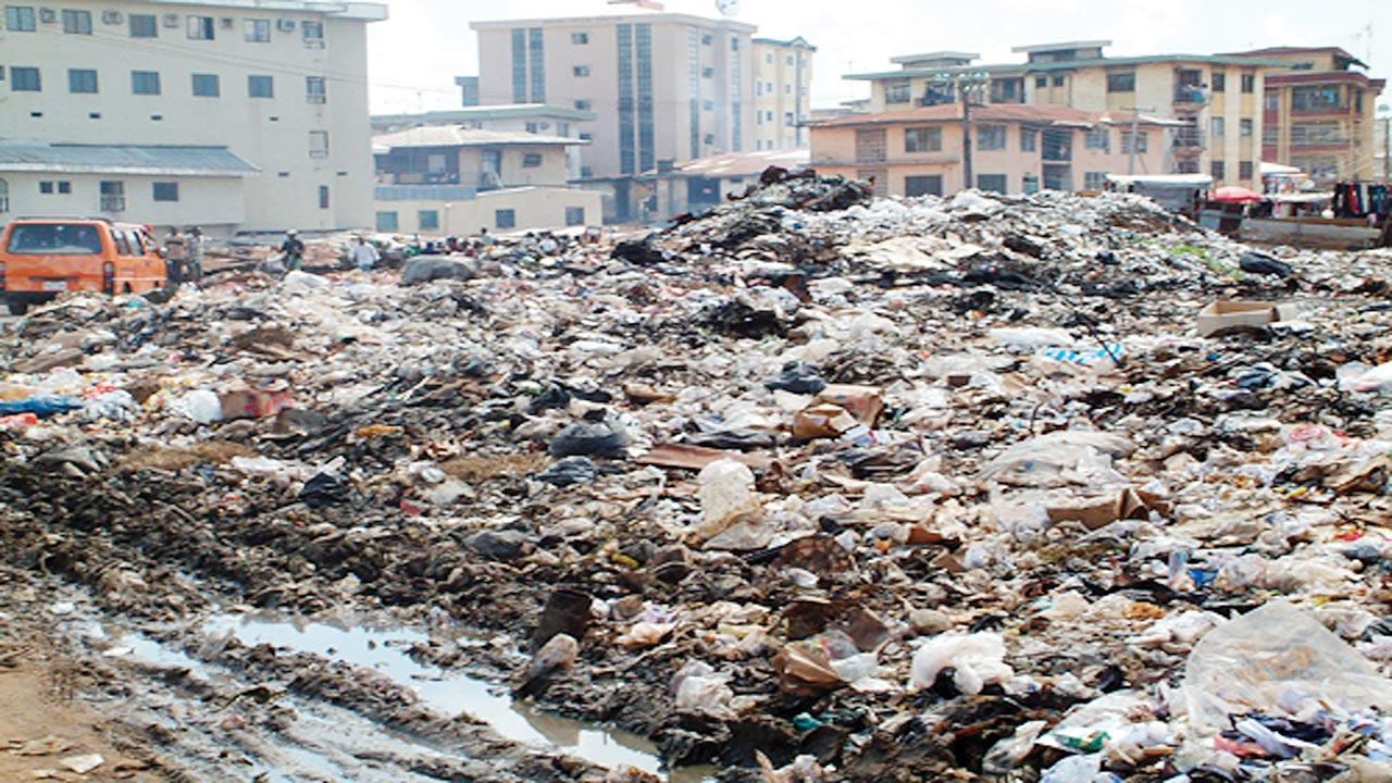 Heap of refuse in Onitsha. PHOTO: AFRICAN SPOTLIGHT