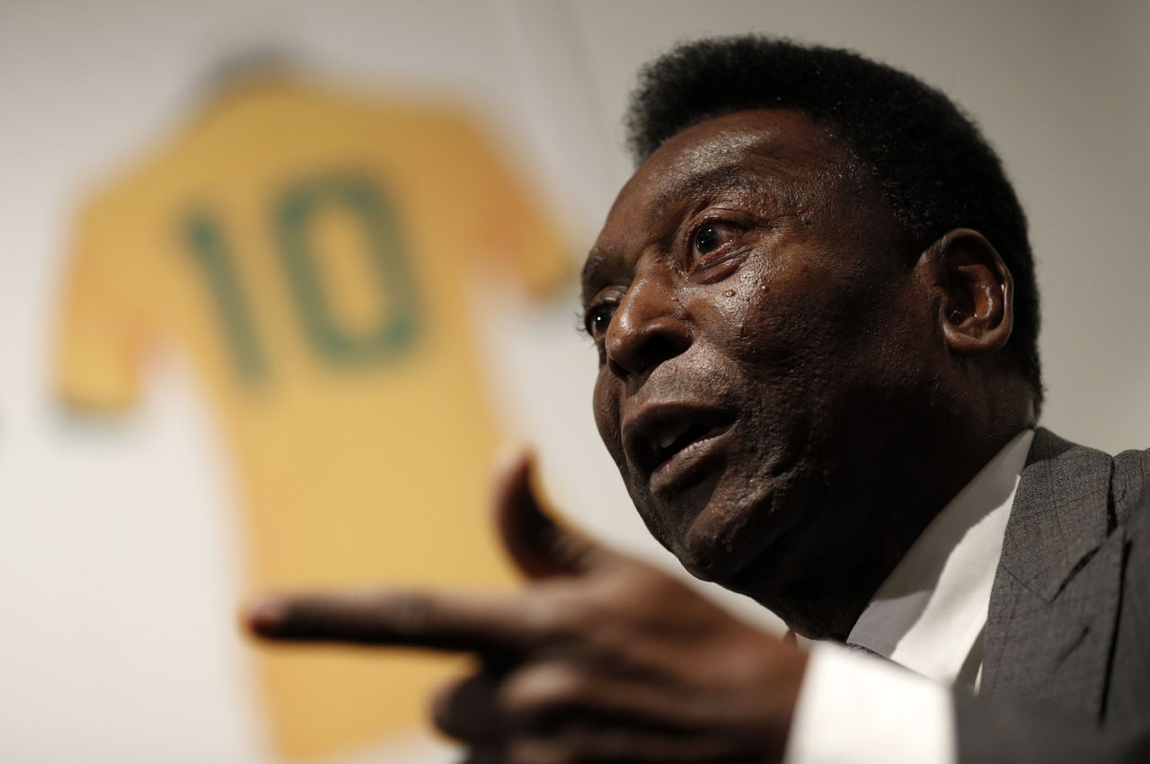 Former Brazilian footballer Pele gestures during an media interview at a preview for an auction of his memorabilia in London on June 1, 2016.   The three-time World Cup winner and FIFA Player of the Century is offering to auction his vast memorabilia collection including awards, personal property and iconic items from his entire career. The collection is being offered by Julien's Auction House on June 7, 8, 9 in London. / AFP PHOTO / ADRIAN DENNIS