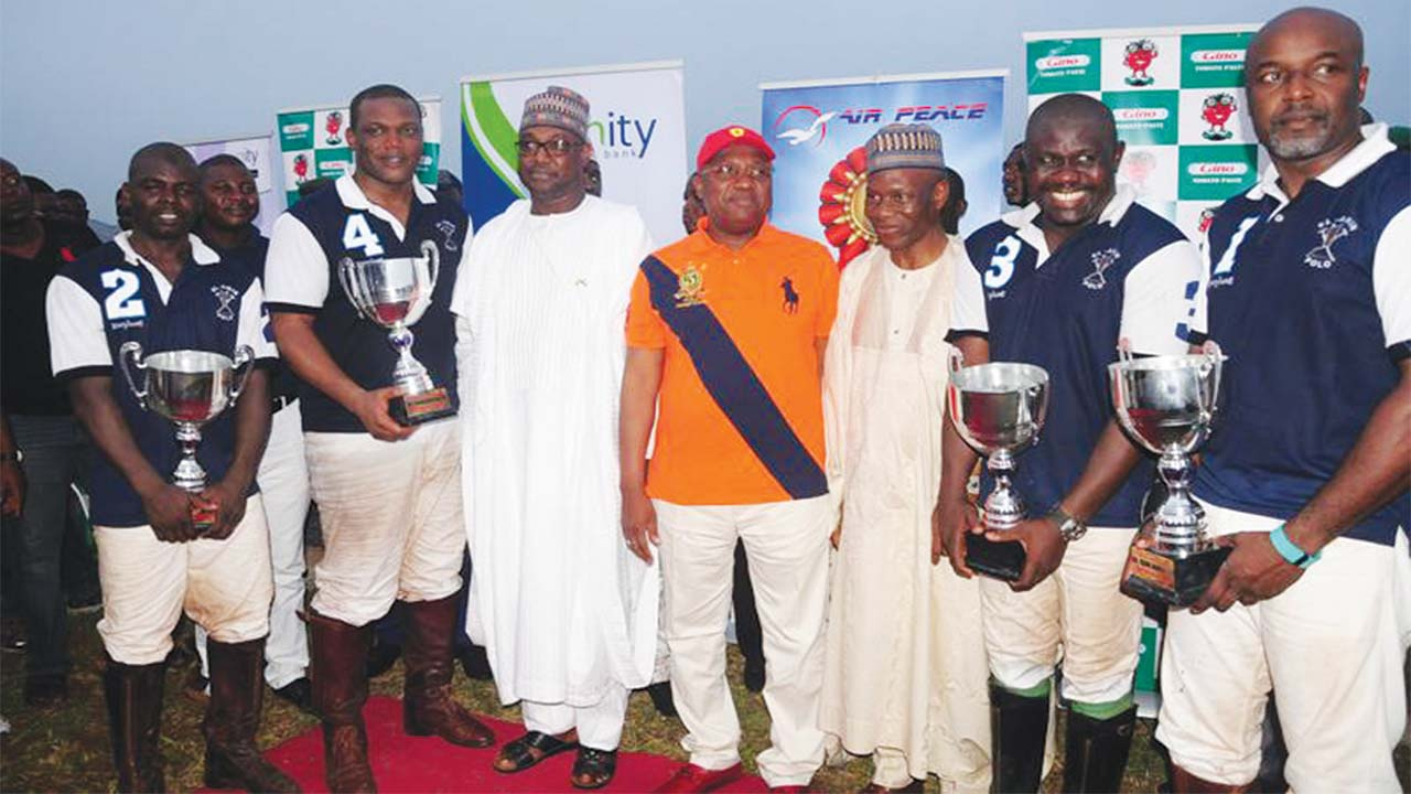 Niger State Governor, Abubakar Sani Bello (third left), his Adamawa State counterpart, Governor Bindo and President of the Nigerian Polo Federation (NPF), Francis Ogboro, pose with the IBB Cup champions, EL-Amin, after the prize presentation at the just concluded Minna 2016 Polo Tournament.