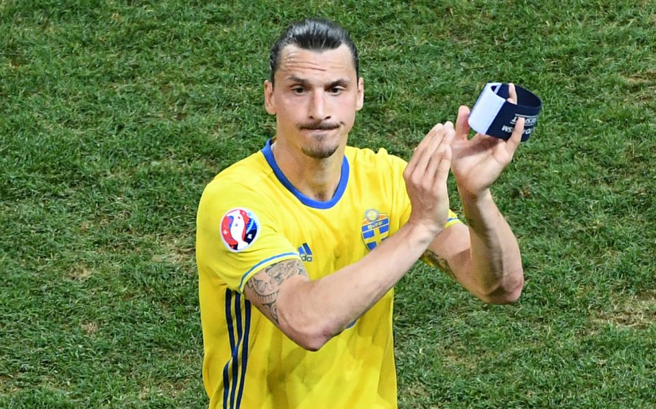 Sweden's forward Zlatan Ibrahimovic acknowledges the crowd after Sweden lost 0-1 in the Euro 2016 group E football match between Sweden and Belgium at the Allianz Riviera stadium in Nice on June 22, 2016. / AFP PHOTO / VINCENZO PINTO