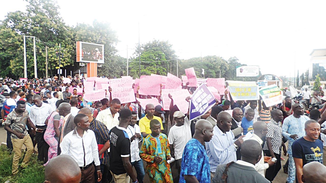 Ekiti students protesting against the freezing of Governor Ayodele Fayose's bank account by the EFCC in Ado Ekiti… yesterday. PHOTO: MUYIWA ADEYEMI