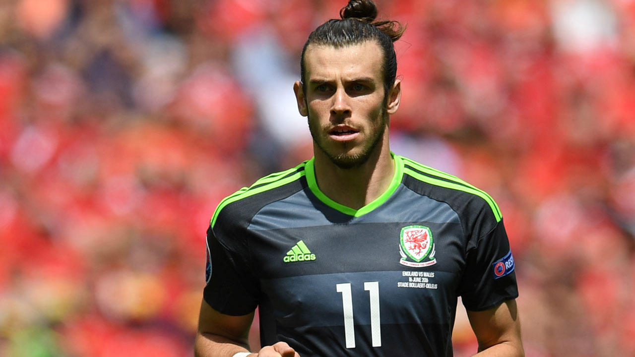 Wales' forward Gareth Bale looks on after the Euro 2016 group B football match between England and Wales at the Bollaert-Delelis stadium in Lens on June 16, 2016. England won the match 2-1. / AFP PHOTO / PAUL ELLIS