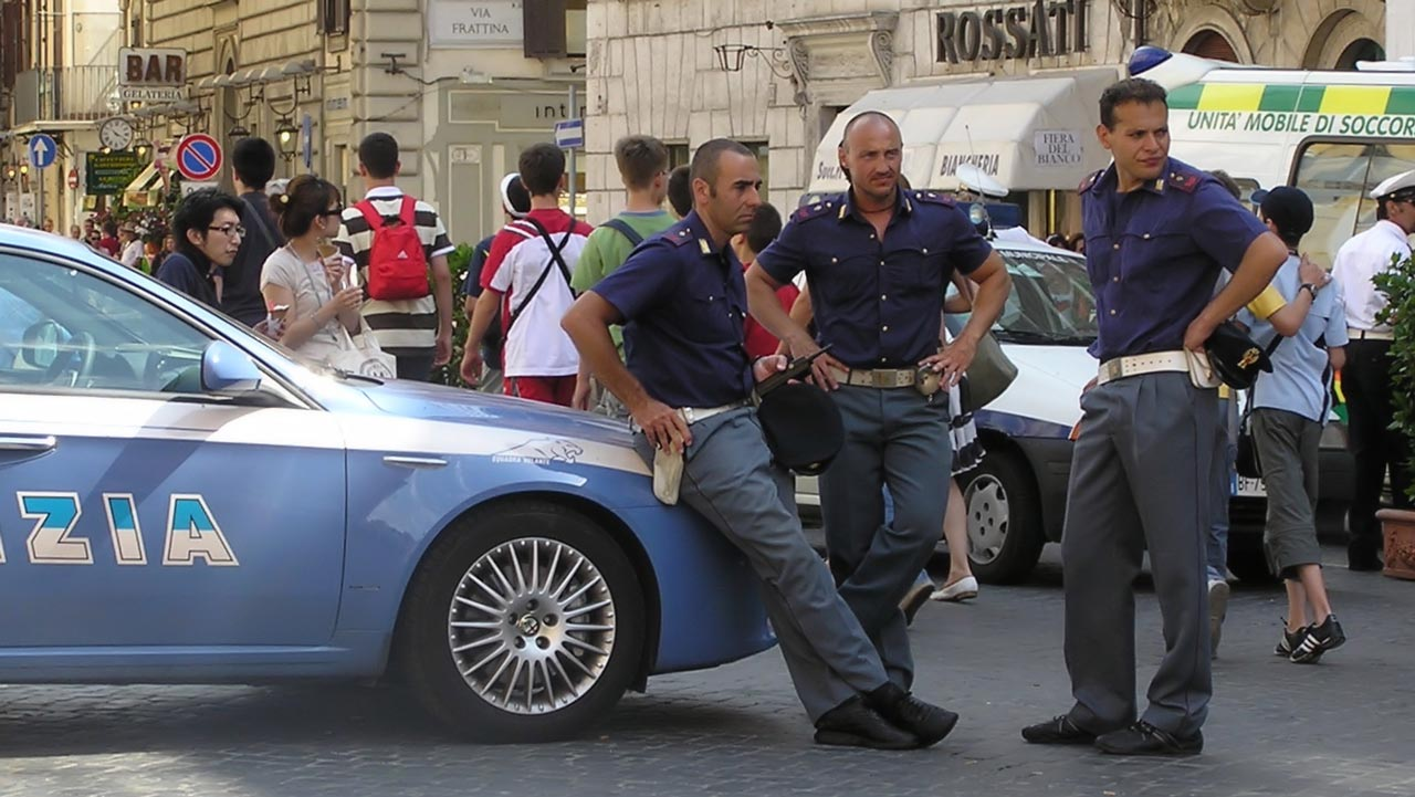 Italia Policemen. PHOTO: en.wikipedia.org