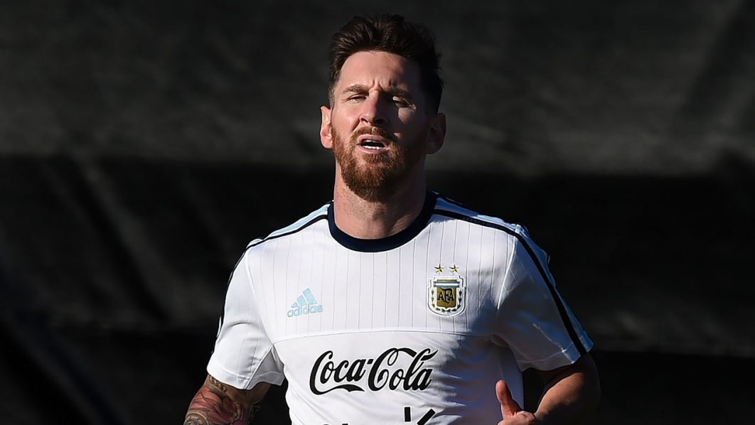 Lionel Messi trains with the Argentina national team at the San Jose State University before their upcoming COPA America 2016 soccer match against Chile in San Jose, California on June 5, 2016. The two teams will play on June 6 at the Levi's Stadium in Santa Clara. / AFP PHOTO / Mark Ralston