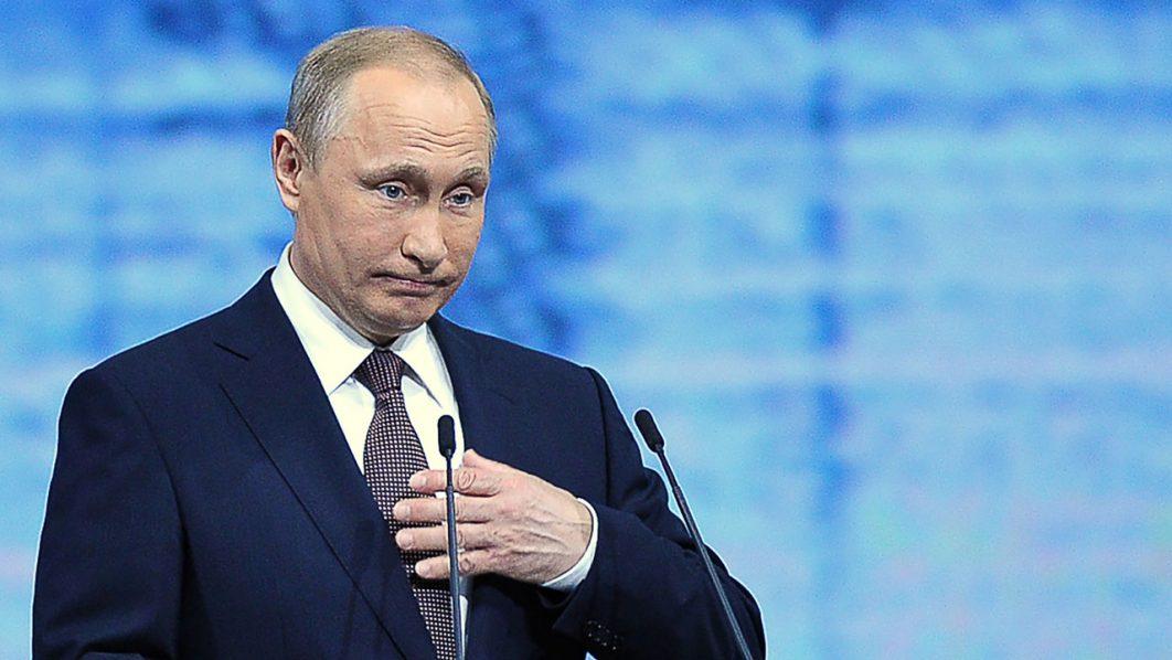 Russian President Vladimir Putin gives a speech at a session of the St. Petersburg International Economic Forum (SPIEF 2016) in Saint Petersburg on June 17, 2016. / AFP PHOTO / OLGA MALTSEVA