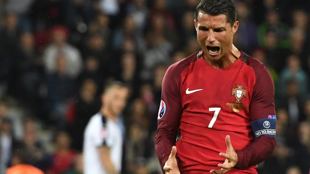 Portugal's forward Cristiano Ronaldo reacts after missing an opportunity on goal during the Euro 2016 group F football match between Portugal and Austria at the Parc des Princes in Paris on June 18, 2016. FRANCISCO LEONG / AFP