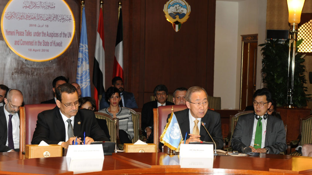 A handout picture released by Kuwait's ministry of information on June 27, 2016, shows United Nations special envoy to Yemen, Ismail Ould Cheikh Ahmed (L) and United Nations Secretary General Ban Ki-moon (2-R) attending a meeting of the Yemeni Peace Talks with Yemeni delegations in Kuwait City.  UN Secretary General Ban urged on June 26 Yemen's warring parties to accept a roadmap for peace and quickly reach a comprehensive settlement to the 15-month old armed conflict. The peace roadmap, proposed by the UN special envoy, calls for the formation of a unity government and the withdrawal and disarmament of the rebels. / AFP PHOTO / KUWAITI MINISTRY OF INFORMATION / HO /