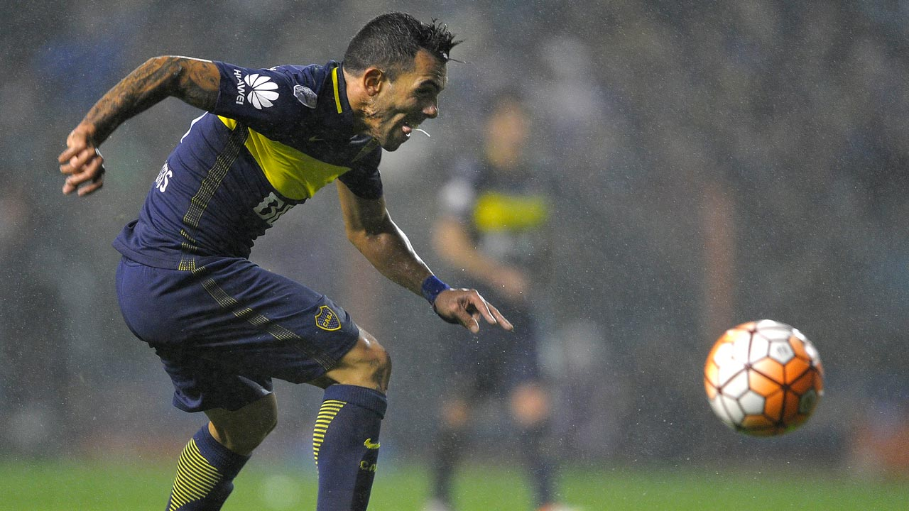 Carlos Tevez. PHOTO: EITAN ABRAMOVICH / AFP
