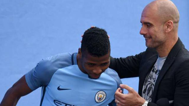 Kelechi Iheanacho (left) with Pep Guardiola during one of their training sessions ahead tomorrow's friendly against Bayern Munich. PHOTO: GOAL.COM