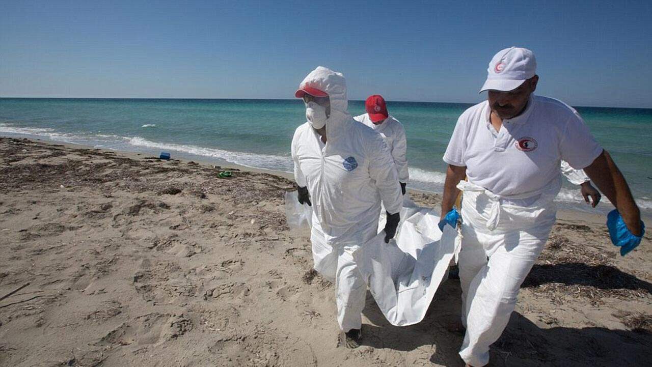 Volunteers have recovered the bodies of presumed migrants that washed up on a Libyan beach