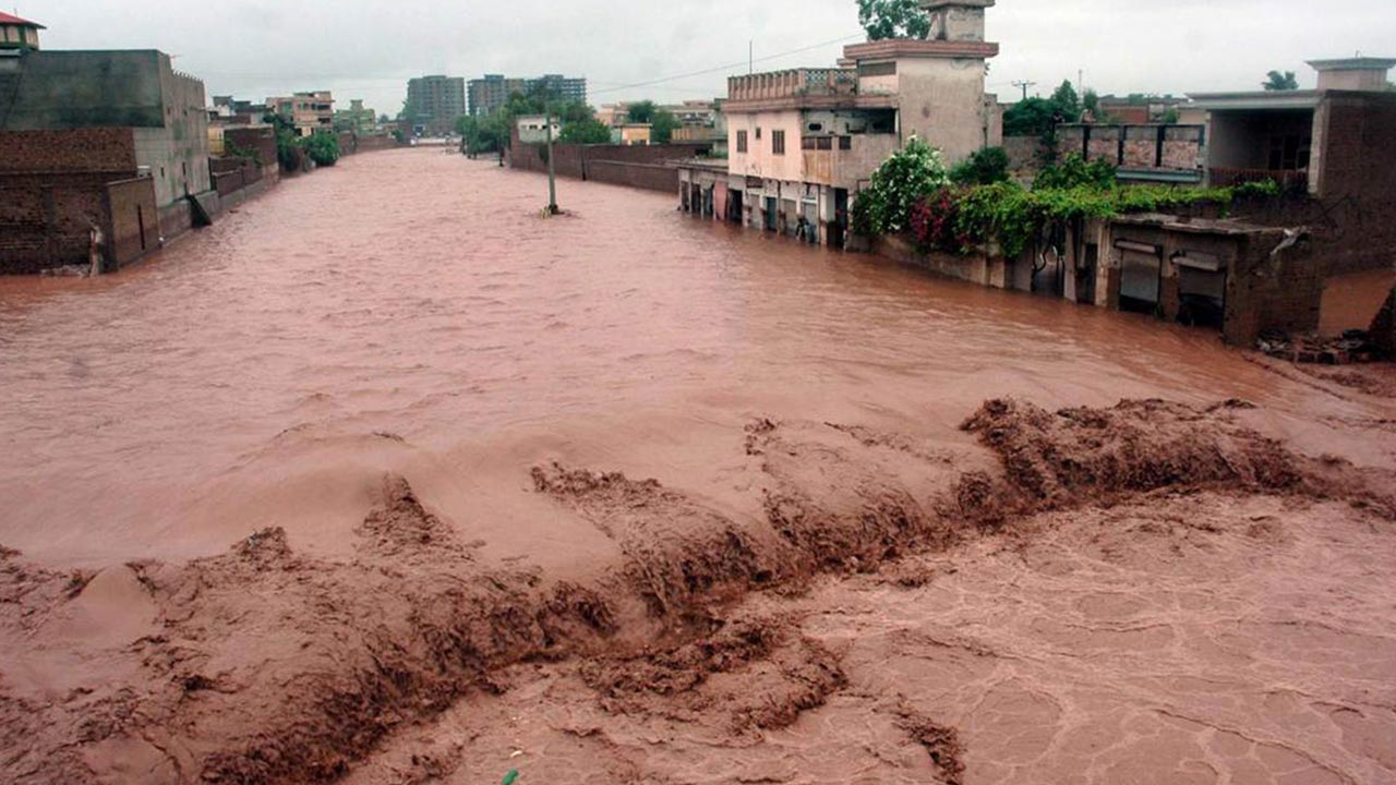 Flash floods kill 33 in northern Pakistan — World — The ...