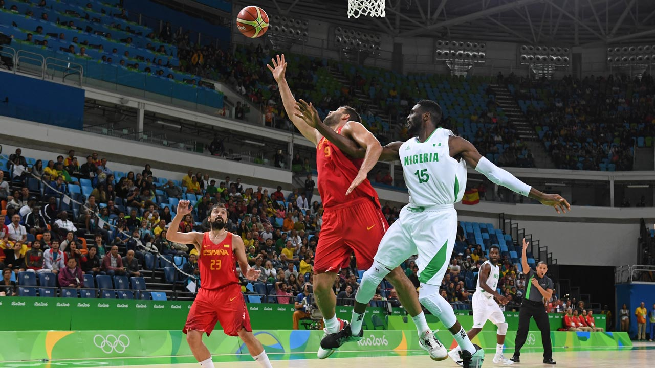 Spain's power forward Felipe Reyes (C) and Nigeria's centre Ekene Ibekwe (R) go for a rebound during a Men's round Group B basketball match between Nigeria and Spain at the Carioca Arena 1 in Rio de Janeiro on August 11, 2016 during the Rio 2016 Olympic Games. Mark RALSTON / AFP