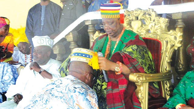 Majority Leader, Lagos State House of Assembly, Sanai Oyediran Bolanle (SOB) Agunbiade, being decorated by the Ayangbunre of Ikorodu, Oba Kabir Adewale Shotobi, Adegorushen V, as the Opomulero of Ikorodu kingdom.