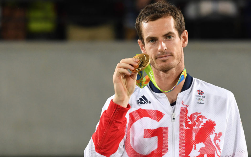 Gold medallist Britain's Andy Murray poses on the podium of the men's singles gold medal tennis event at the Olympic Tennis Centre of the Rio 2016 Olympic Games in Rio de Janeiro on August 14, 2016. / AFP PHOTO / Luis Acosta