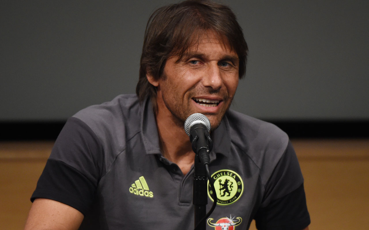 New Chelsea coach Antonio Conte / AFP PHOTO / Mark Ralston