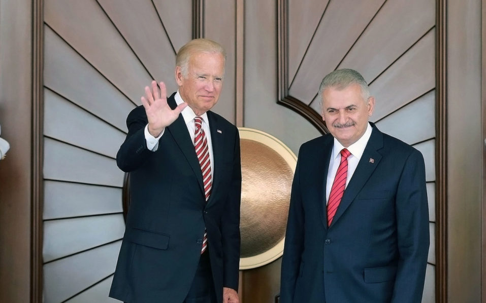 US Vice President Joe Biden waves next to Turkish Prime Minister Binali Yildirim (R) before their meeting at Cankaya Palace in Ankara, on August 24, 2016. The launch of the operation comes as US Vice President Joe Biden arrived in Ankara to meet Erdogan, with agreeing a unified strategy on Syria set to be a crucial issue. / AFP PHOTO / ADEM ALTAN