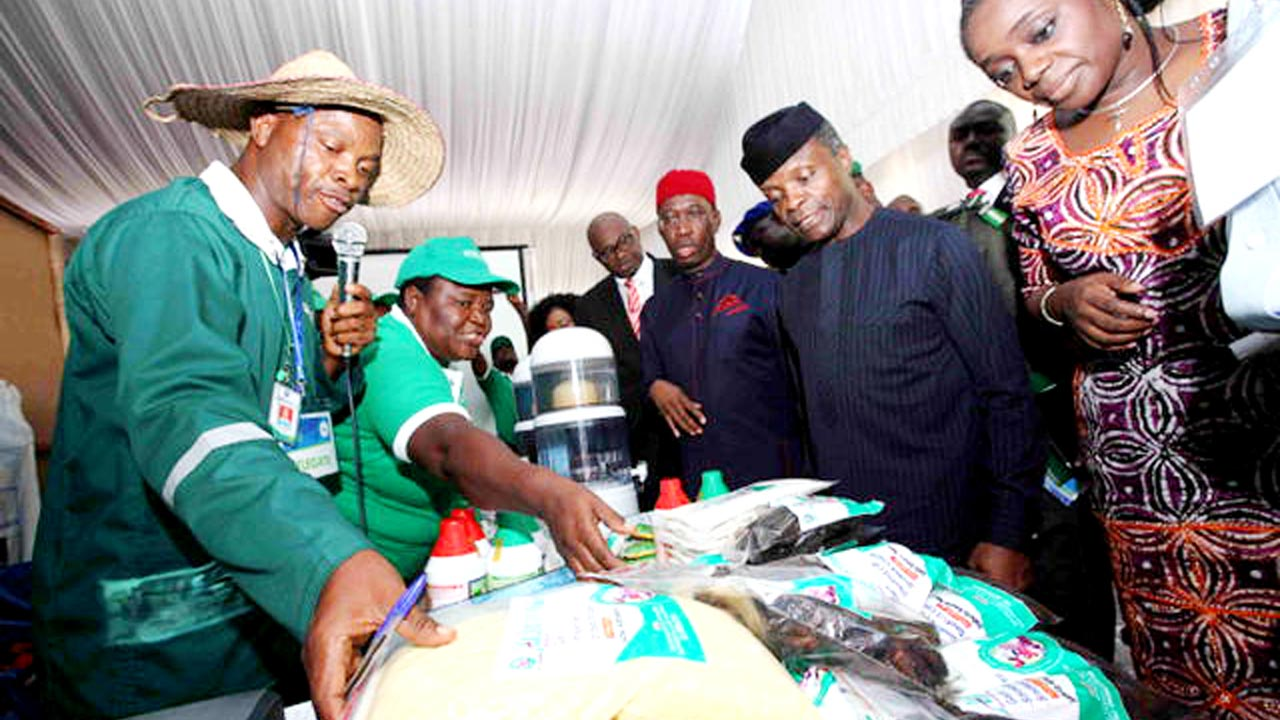 Vice President, Prof Yemi Osinbajo, flanked by Governor of Delta State, Dr Ifeanyi Okowa and Minister of Finance Mrs Kemi Adeosun, inspecting finished products on exhibition at the Delta State Economic and Investment Summit in Asaba…yesterday