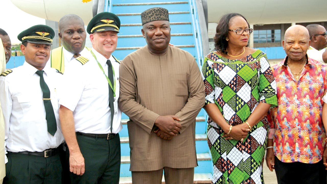 Arthur Eze,(right); Deputy governor Enugu State, Cecilia Ezeilo; Governor Ifeanyi Ugwuanyi; captain of Ethiopian Cargo Airline, Captain Williams Williams, and his assistant, Daniel Bogale during the first landing of a cargo aircraft at Akanu Ibiam International Airport, Enugu