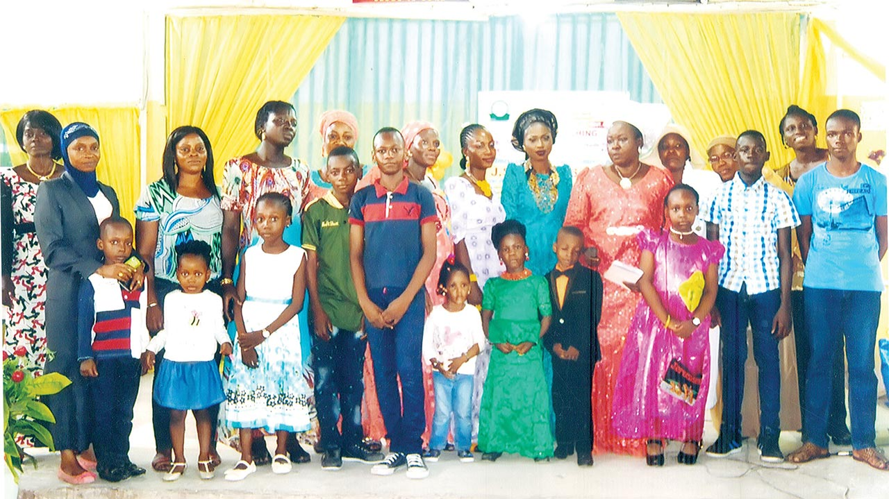 Proprietress of Fortlad College, Lagos, Mrs. Omosule Suzan Folayemi (7th, right), flanked by parents and the 2016/2017 scholarship awardees in the nursery, primary and college arms of the school.