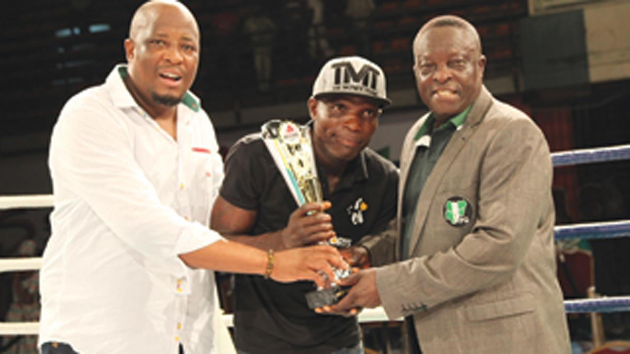MultiChoice's General Manager, Marketing, Martins Mabutho (left) and NBB of C board member, Dr. Rafiu Ladipo presenting the Boxer of the Night award to Olaide 'Fijabon' Fijabi during the GOtv Boxing Night Show at the National Stadium, Surulere, Lagos… recently.