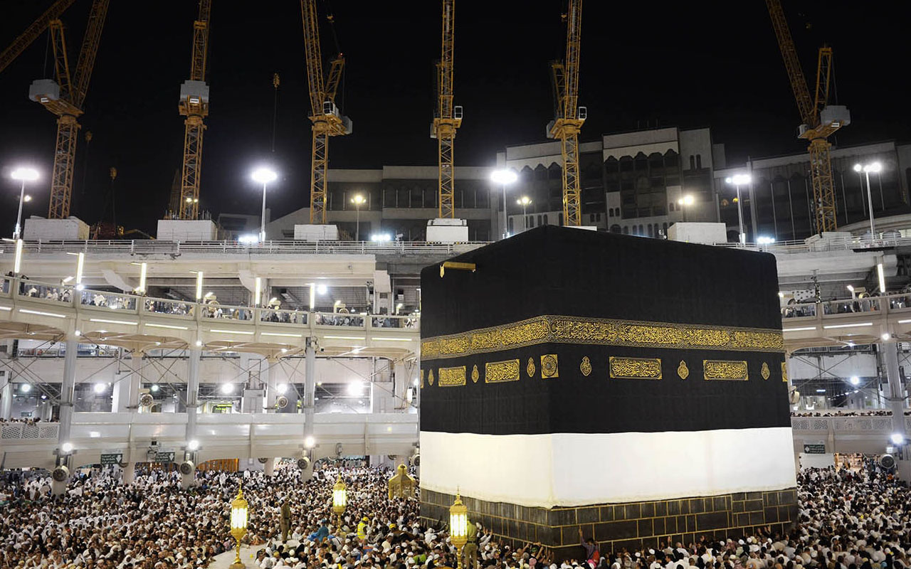 Muslim pilgrims circle counterclockwise Islam's holiest shrine. AFP PHOTO / MOHAMMED AL-SHAIKH