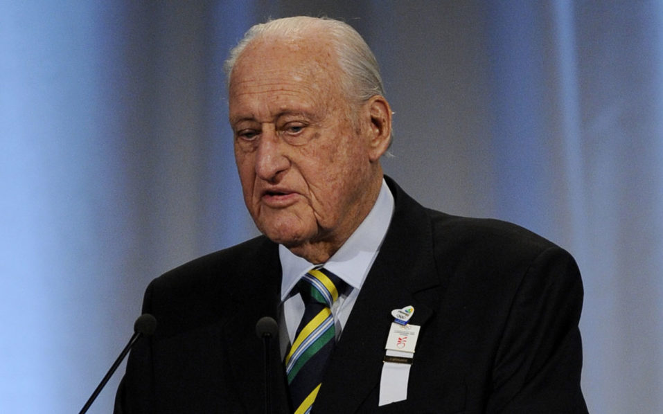 (FILES) This file photo taken on October 02, 2009 shows former FIFA president, Brazilian Joao Havelange presenting Rio's bid for the 2016 Olympics in Copenhagen. Former FIFA President Joao Havelange died on August 16, 2016 in Rio at the age of 100 years old, announced the hospital. / AFP PHOTO / OLIVIER MORIN