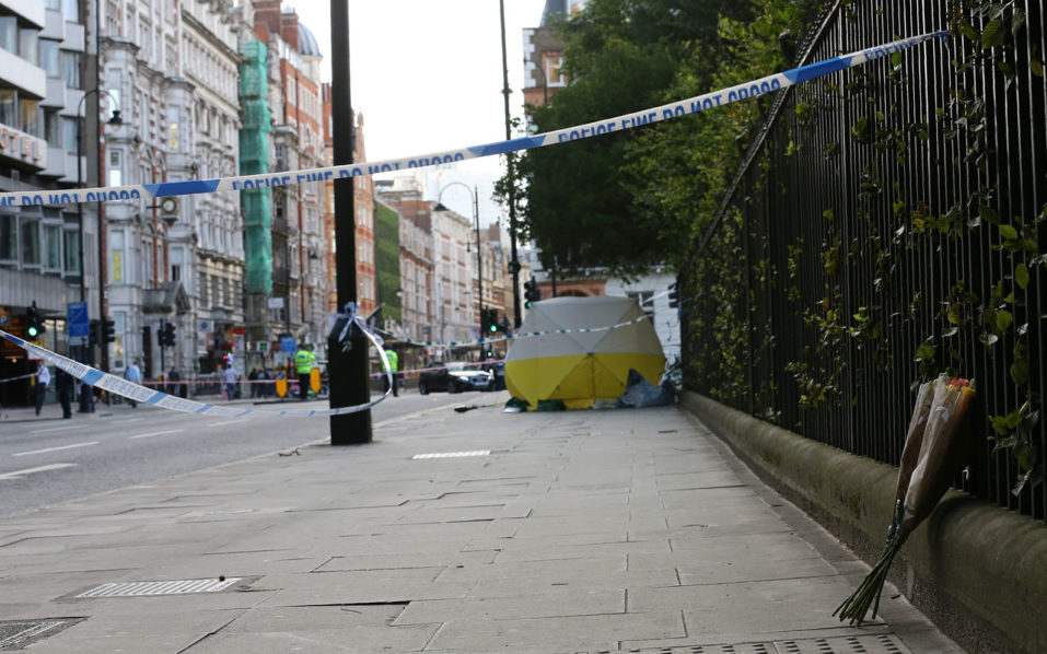 A crime scene is pictured in Russell Square in central London on August 4, 2016, following a knife attack in which one woman was killed and five others injured.  A woman was killed and five people injured in a knife attack in central London Wednesday which police said they are investigating for possible terrorist links. A 19-year-old man was arrested in Russell Square, in the city centre, which was cordoned off after the attack as police swarmed the area.  / AFP PHOTO / JUSTIN TALLIS
