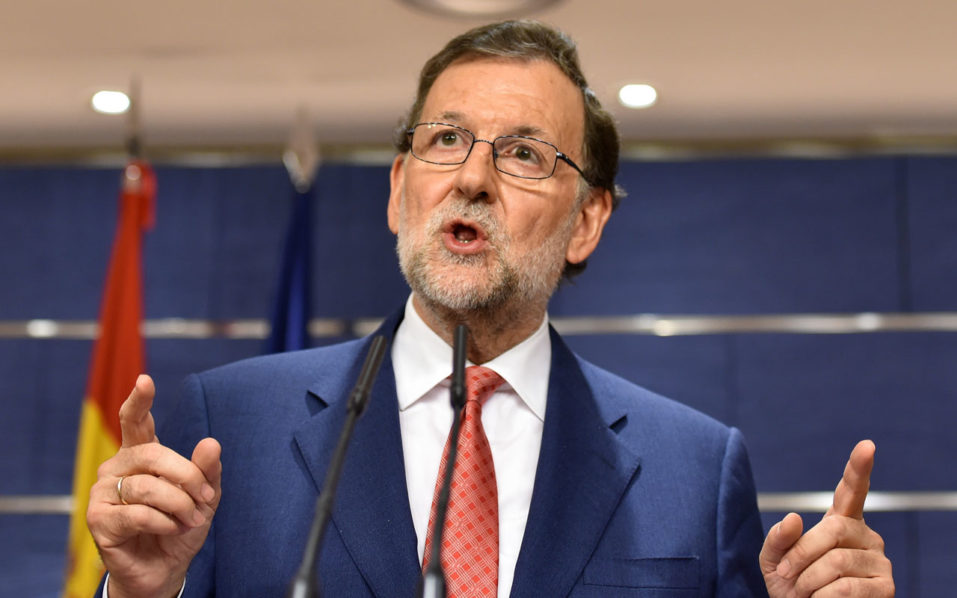 Spain's interim Prime Minister Mariano Rajoy gives a press conference at the Spanish parliament in Madrid on August 2, 2016 after a meeting with Leader of Spanish Socialist Party (PSOE) on forming a government in a bid to unblock seven months of political paralysis after a second round of inconclusive elections.  Rajoy warned today that the country faced the risk of holding a third round of elections, after his Socialist rival refused to back his efforts to form a coalition government / AFP PHOTO / GERARD JULIEN