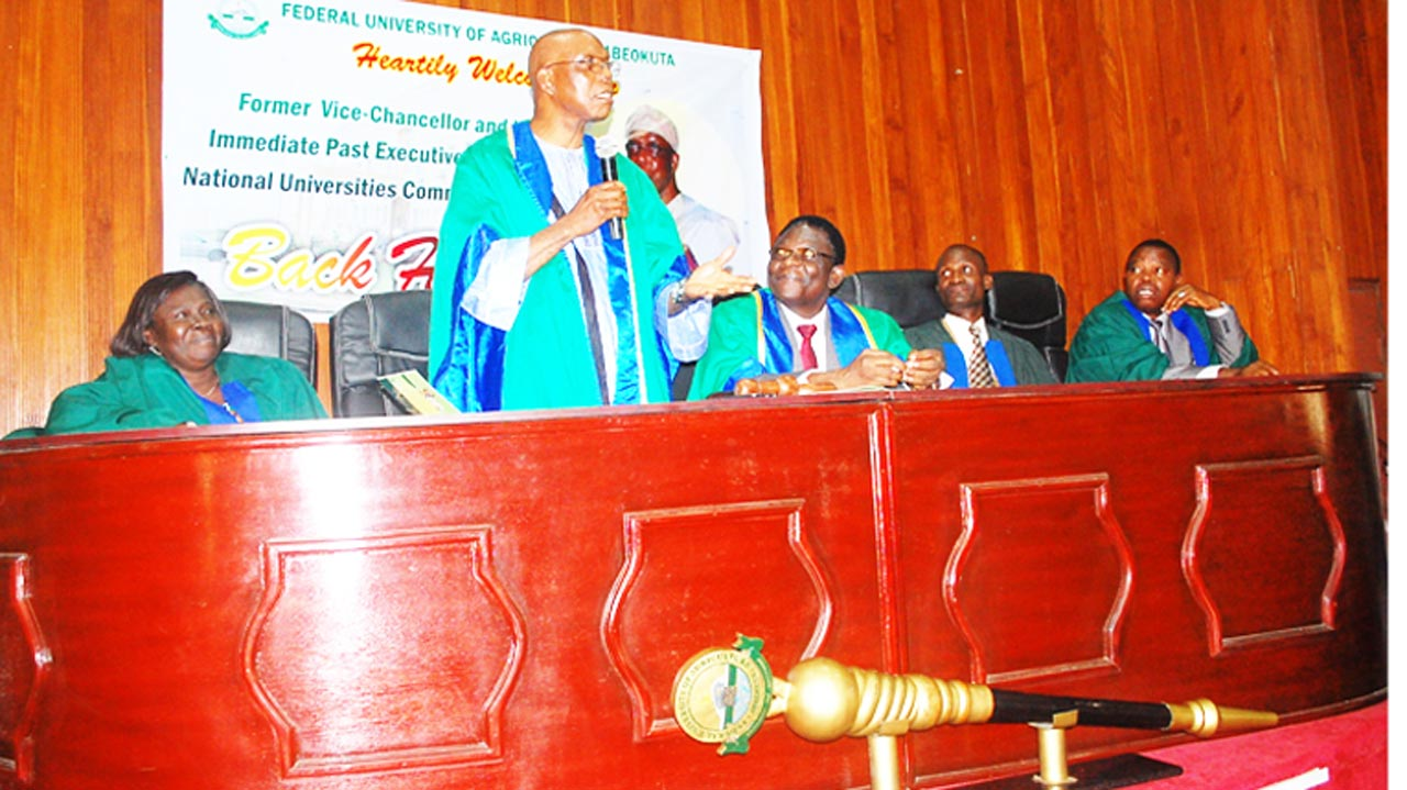 Immediate past Executive Secretary, National Universities Commission (NUC), Prof Julius Okojie, addressing the special Senate session in his honour. He is flanked by the Deputy Vice Chancellor (Academics), Prof. Oluyemisi Eromosele; Vice Chancellor, Prof. Olusola Oyewole; Deputy Vice Chancellor (Development), Professor Ololade Enikuomehin and Registrar, Mathew Ayoola.