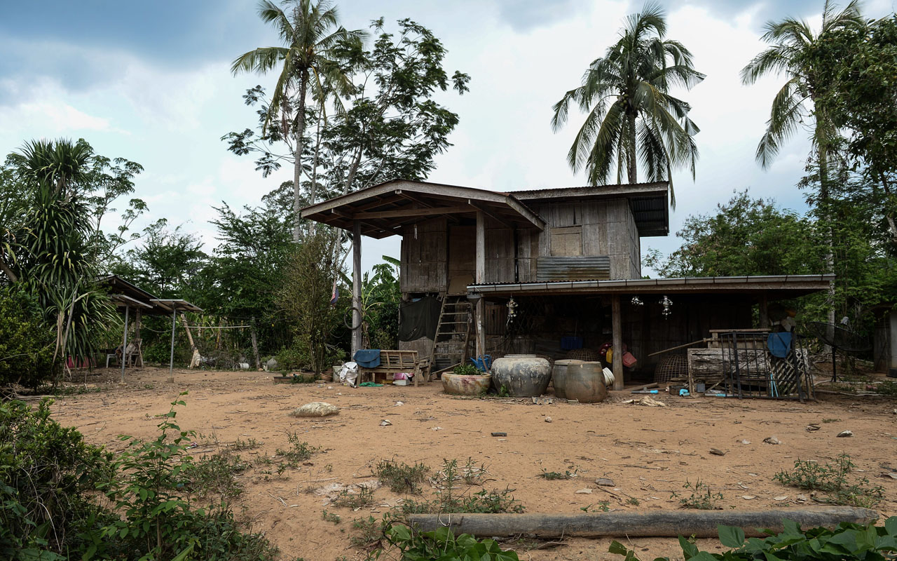 The Thai Village Using Feces To Power Homes The Guardian