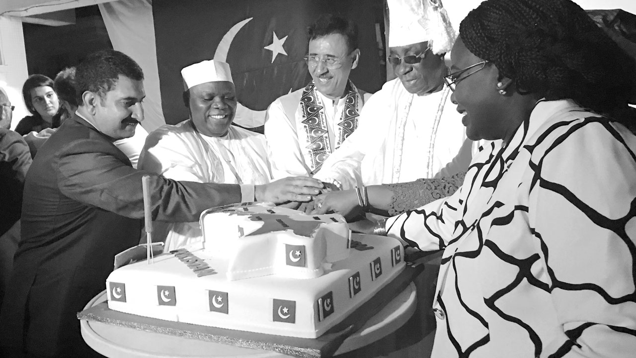 President, Pharmaceutical Society of Nigeria (PSN) and Consul-General of Pakistan in Nigeria, Ahmed Yakasai (second left); Head of Chancery, Pakistan, Mr. Asim Khan (left); High Commissioner of Pakistan, Lt. Gen. Agha Umer Farooq; Oba of Lagos, HRM. Rilwanu Akiola 1; and Consul- General of Pakistan in Benin Republic, Haj. Sarraotou at 70th independence celebration of Pakistan, in Lagos.