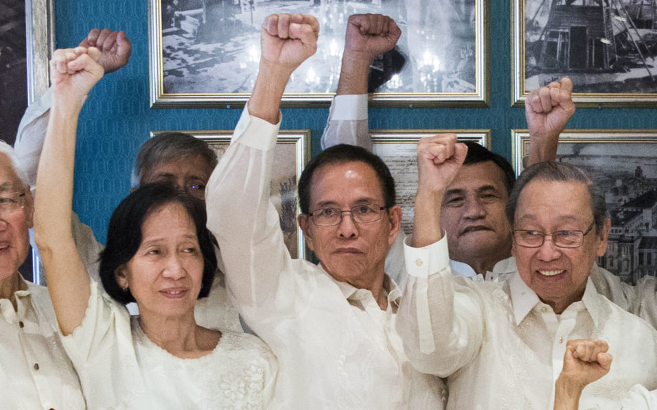 Wilma Austria Tiamzon (L), Benito Tiamzon (C) and exiled Chief of the National Democratic Front of Philippines (NDFP) Jose Maria Sison wave during a meeting on peace negotiations between the Philippean government and the National Democratic Front of the Philippines in Oslo, Norway, on August 22, 2016. Norway is hosting the peace negotiations between the Philippean government and the National Democratic Front of the Philippines (NDFP.  / AFP PHOTO / NTB scanpix / BERIT ROALD / Norway OUT
