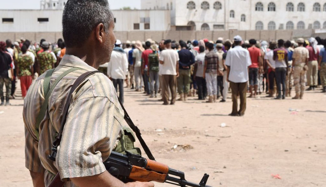 Yemeni men, loyal to exiled President Abedrabbo Mansour Hadi, take part in military training in the city of Aden (AFP Photo/Saleh Al-Obeidi)