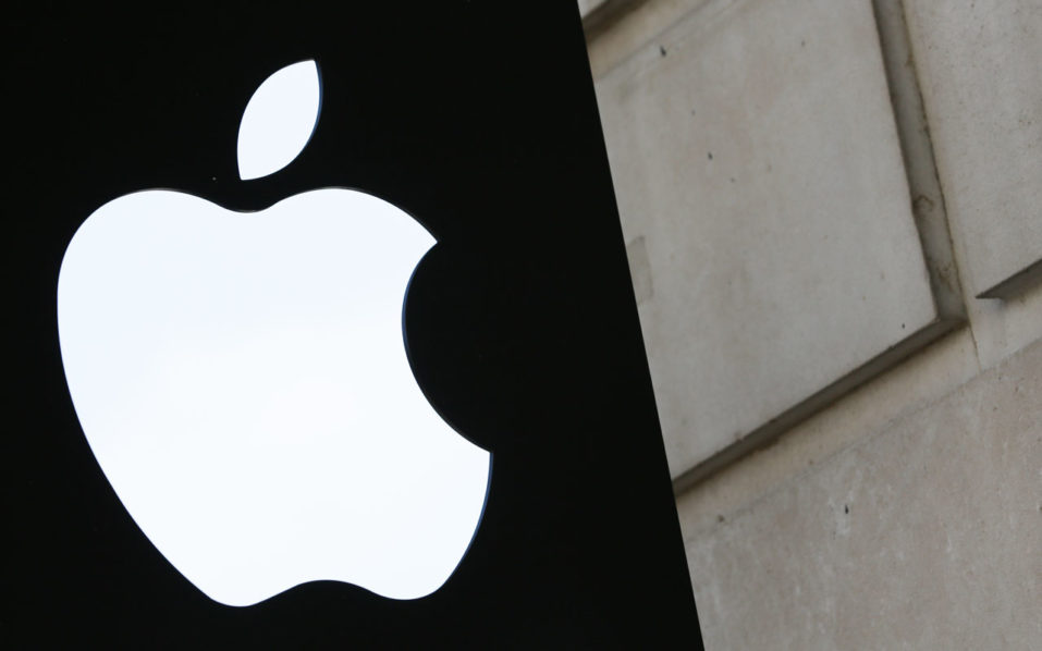 A picture shows the Apple logo outside the Apple store in Covent Garden in London August 30, 2016. The European Commission's demand for Apple to pay Ireland some 13 billion euros in back taxes has put the country in the strange position of refusing the windfall for fear of scaring away valuable investment. Rather than welcoming the cash -- equivalent to around five percent of its gross domestic product -- the government has vowed to appeal the ruling, fearing an ever greatest cost to its economy and jobs. / AFP PHOTO / DANIEL LEAL-OLIVAS