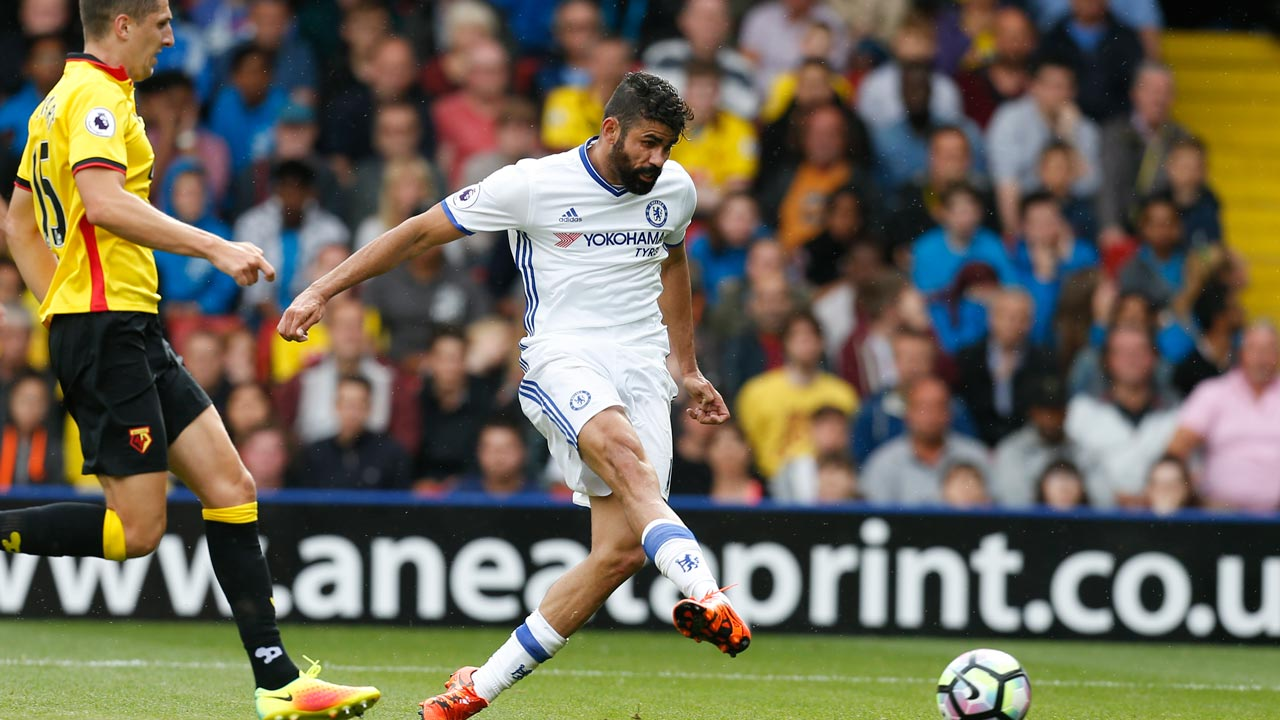 Chelsea's Brazilian-born Spanish striker Diego Costa (R) shoots to score their scond goal during the English Premier League football match between Watford and Chelsea at Vicarage Road Stadium in Watford, north of London on August 20, 2016. Ian Kington / AFP