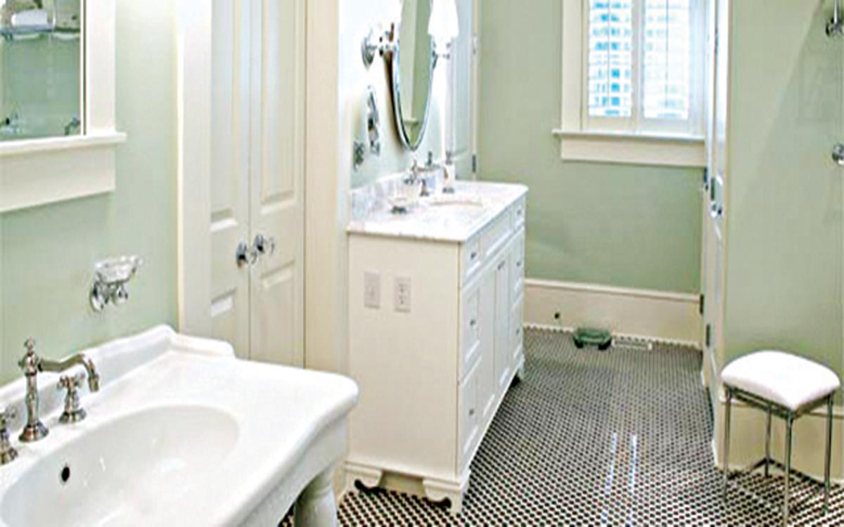 Remodeling on a dime bathroom edition saturday magazine for Small bathroom renovations pictures