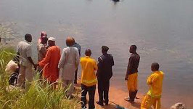 Rescuers waiting for the local divers on Egbe River