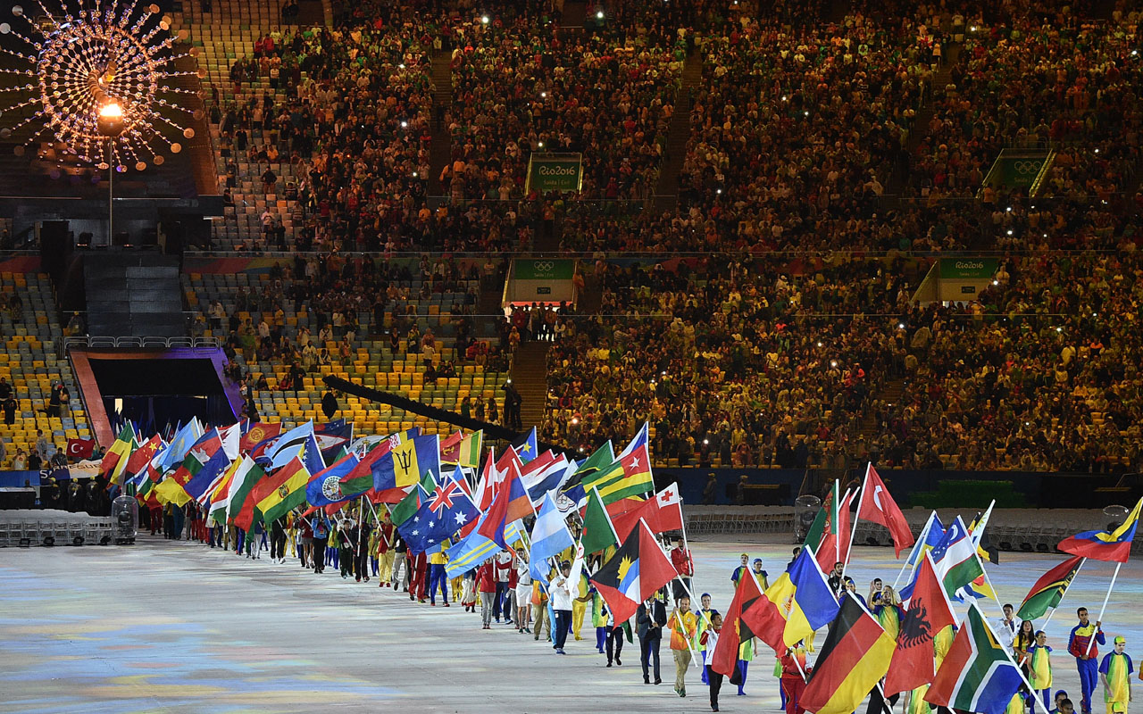 Athletes parade during the closing ceremony of the Rio 2016 Olympic Games at the Maracana stadium in Rio de Janeiro on August 21, 2016. / AFP PHOTO / LUIS ACOSTA