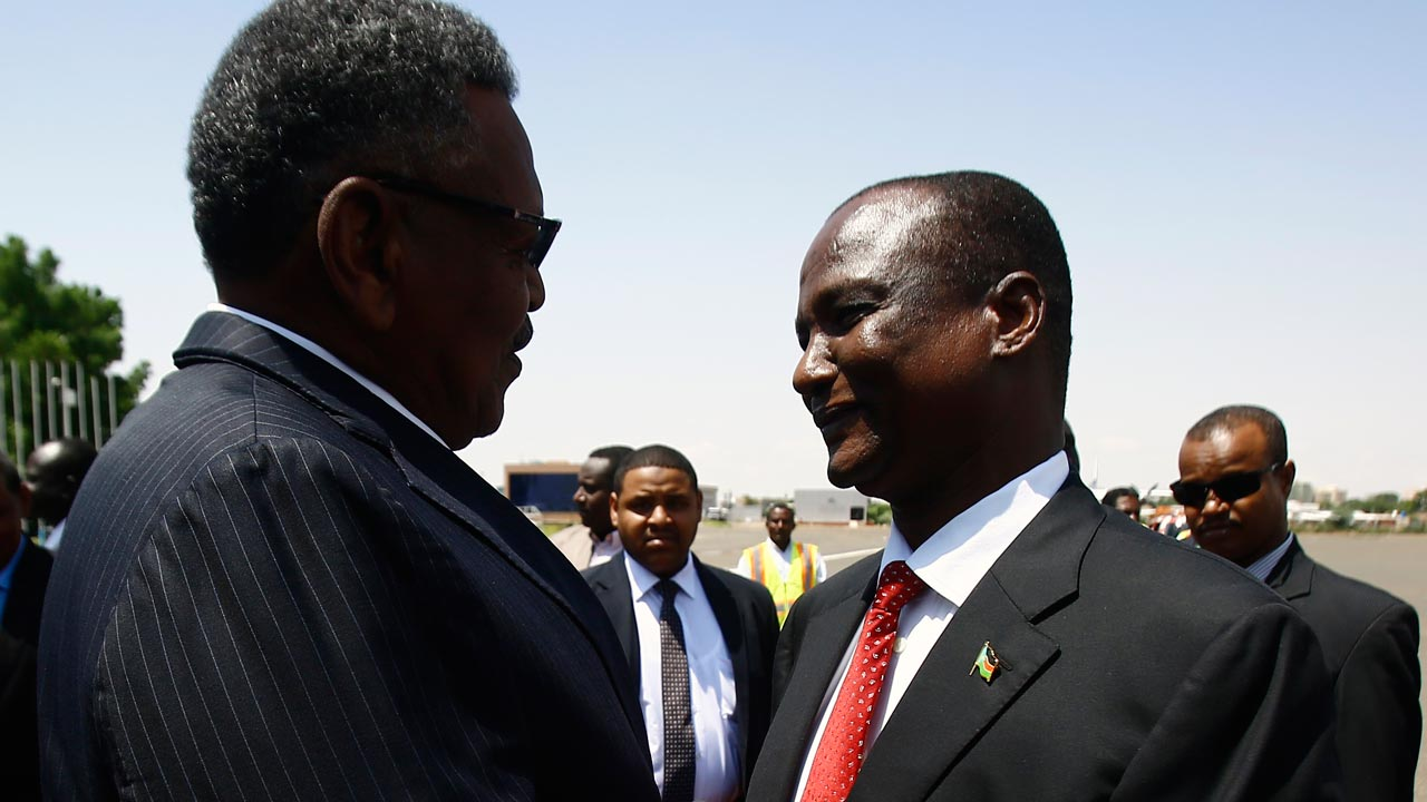 Sudan's Vice President Bakri Hassan Saleh (L) welcomes his South Sudan counterpart, Taban Deng Gai (R) upon his arrival at Khartoum airport on August 21, 2016, for an official two-day visit. PHOTO: ASHRAF SHAZLY / AFP